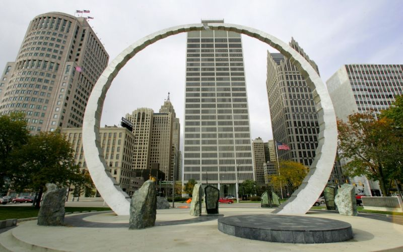Detroit downtown public art, Detroit skyline